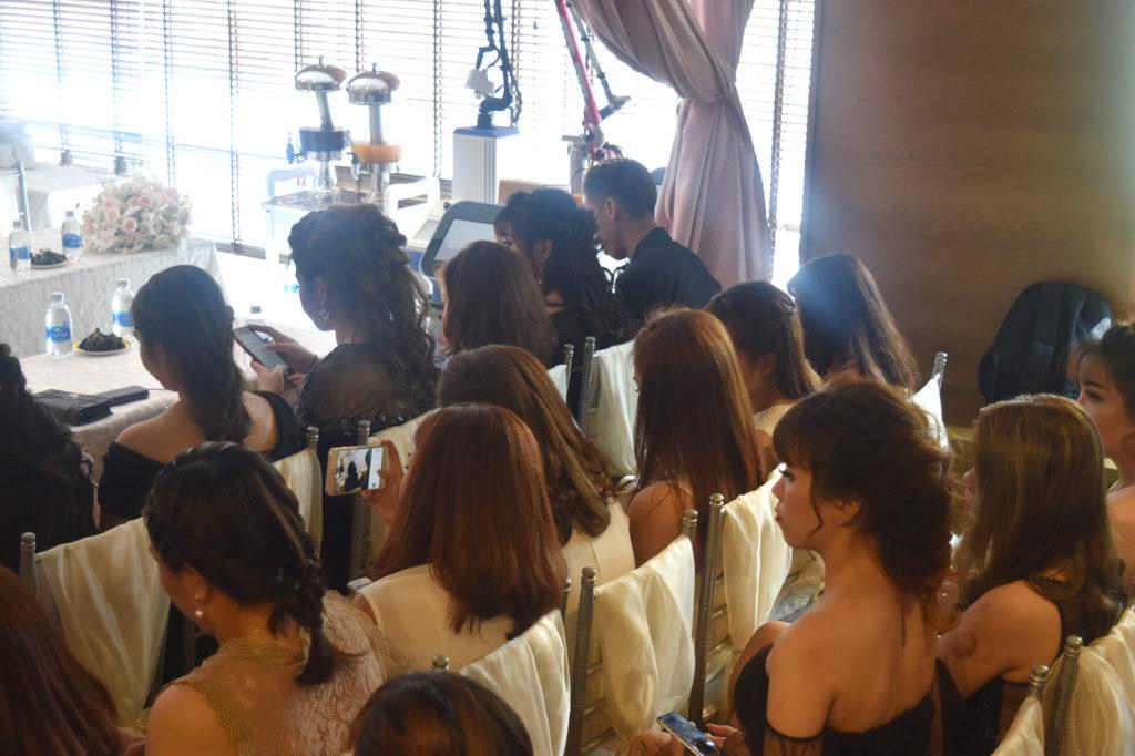 Các vị chủ Spa chăm chú nghe các chia sẻ từ các đại biểu và chuyên gia