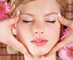 Massage mặt giúp thư giãn và giảm nếp nhăn