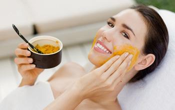 Mặt nạ dưỡng da bột nghệ giúp cải thiện làn da mụn