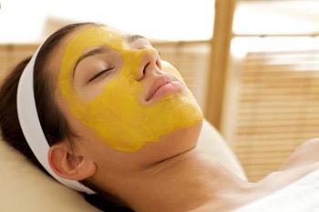 mặt nạ dưỡng da từ tinh bột nghệ