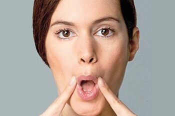 Khum miệng giúp nâng mũi cao đẹp tự nhiên