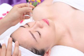 Liệu trình trị mụn tại spa