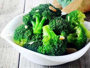 Rau xanh giúp bổ sung collagen cần thiết