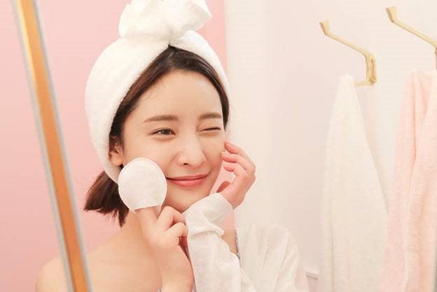 dưỡng da thường xuyên giúp làn da mịn màng hơn