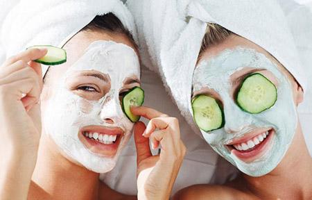 nên đắp mặt nạ dưỡng da để sở hữu làn da mịn màng