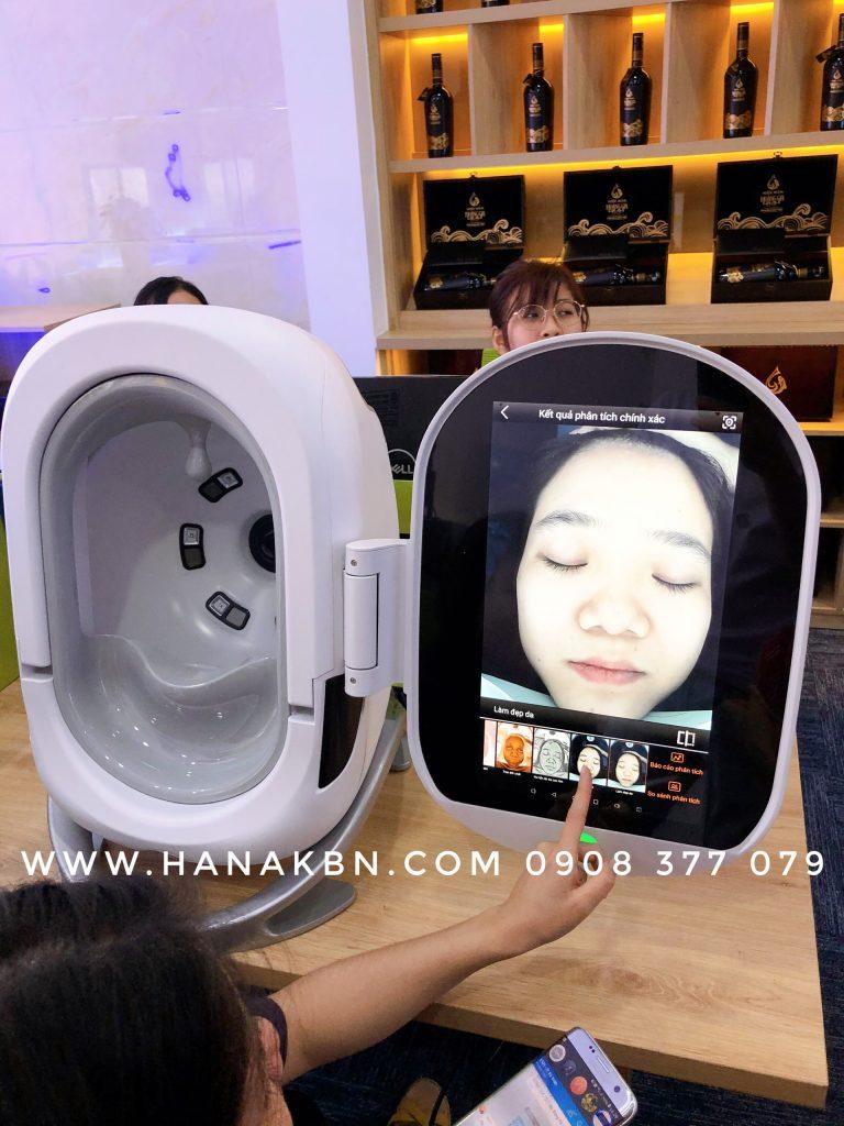 Hình ảnh chuyển giao máy phân tích da Smart Mirror Pro cho cửa hàng mỹ phẩm
