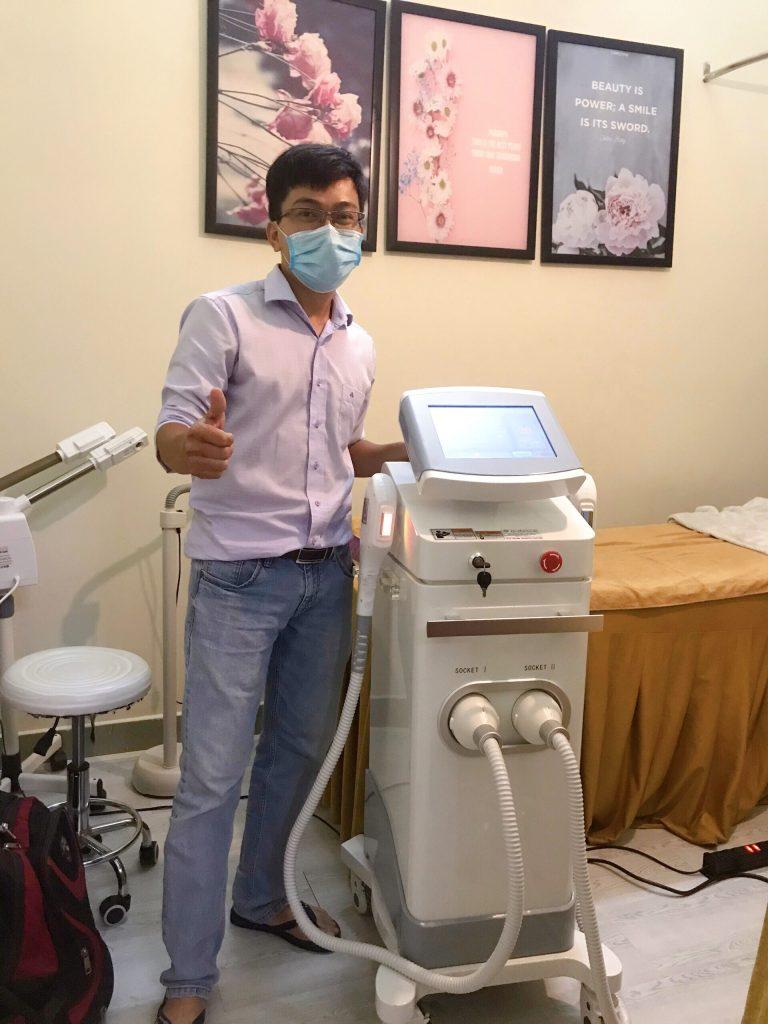 Hình ảnh chuyển giao máy triệt lông OPT Super Doctor cho khách hàng spa