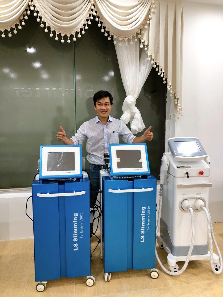Hình ảnh chuyển giao máy triệt lông OPT Doctor cho khách hàng spa
