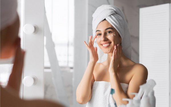 Sản phẩm đặc trị và kem dưỡng ẩm luôn là những bước chăm sóc da cần thiết