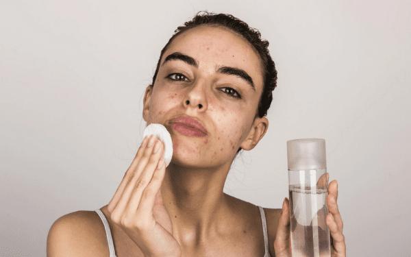 Hãy skincare làm sạch cho da một cách nhẹ nhàng, đừng chà xát làm mỏng da