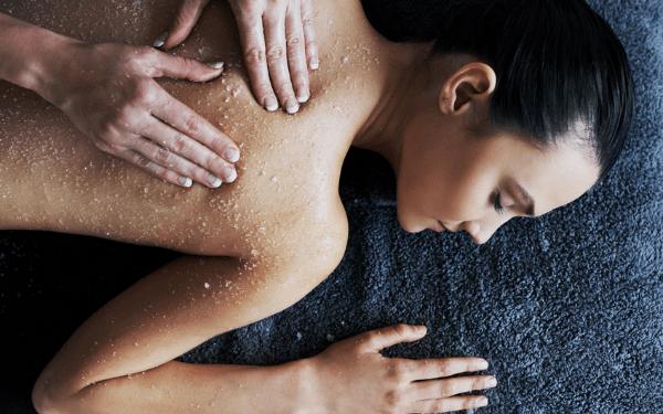 Tẩy da chết cho body giúp da hấp thụ dưỡng chất, nuôi dưỡng da tốt hơn
